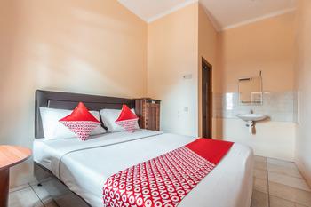 OYO 2250 Aqila Bogor - Deluxe Double Room Regular Plan