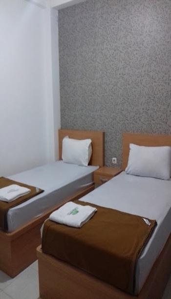 Chrissant Guest House Yogyakarta - Twin Standart Room Breakfast  Regular Plan