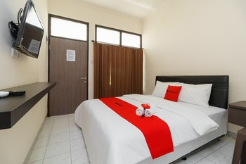 RedDoorz@ Cangkring street Cirebon Cirebon - RedDoorz Room with Breakfast Regular Plan