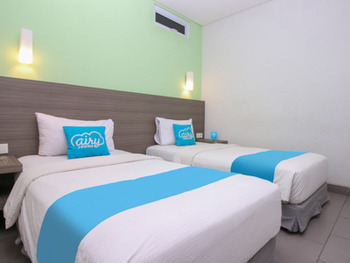 Airy Pakuan Bogor - Standard Twin Room with Breakfast Regular Plan