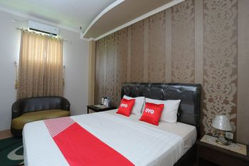 OYO 1864 Tiara Guest House Banjarmasin - Deluxe Double Room Regular Plan