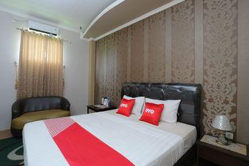 OYO 1864 Tiara Guest House Banjarmasin - Deluxe Double Room Early Bird