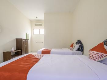 OYO 2346 Hotel Padjadjaran 1 Tasikmalaya - Deluxe Twin Room Last Minute Deal