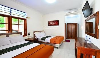Hotel Bukit Uhud Yogyakarta Yogyakarta - Deluxe Room Only Regular Plan