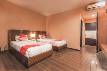 OYO 416 Hotel Boutique Pesona Cikarang Bekasi -  Deluxe Twin Room Regular Plan