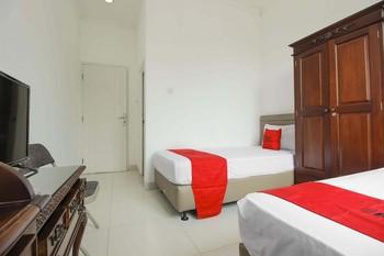 RedDoorz @ Permata Sari Karawaci Tangerang - Twin Room 24 Hours Deal