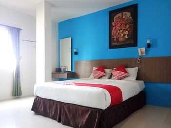 OYO 3753 Cassa Dua Hotel Bandung - Deluxe Double Room Last Minute Deal