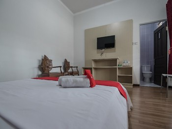RedDoorz Plus Syariah @ Banjarbaru Banjarmasin - RedDoorz Room with Breakfast Basic Deal