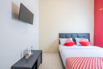 OYO 1370 Sudirman Guesthouse Syariah Garut - Standard Double Room Regular Plan