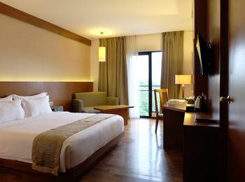 Oak Tree Emerald Semarang - Executive King with Breakfast 11% promo