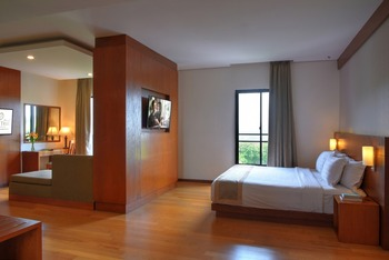 Oak Tree Emerald Semarang Managed by The Ascott Limited - Suite King Room Only Regular Plan