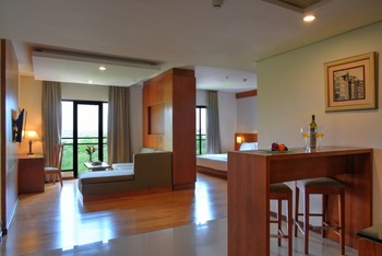 Oak Tree Emerald Semarang Managed by The Ascott Limited - Suite King With Breakfast Regular Plan