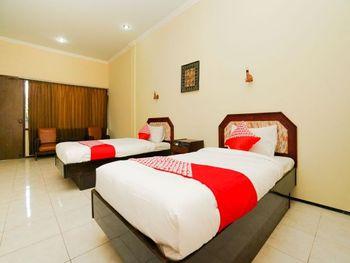 OYO 1652 Hotel Tampiarto Probolinggo - Deluxe Twin Room Regular Plan