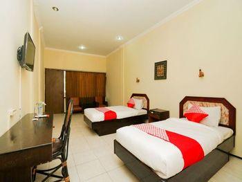 OYO 1652 Hotel Tampiarto Probolinggo - Standard Twin Room Regular Plan