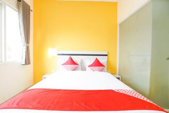 OYO 221 Pratisarawirya Near RSU Haji Surabaya Kota Surabaya Surabaya - Standard Double Room Regular Plan