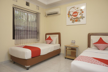 OYO 684 Sabana Homestay Yogyakarta - Standard Twin  Room Regular Plan