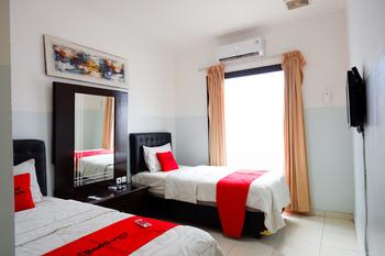 RedDoorz near Wisata Kota Lama Semarang Semarang - RedDoorz Twin Room AntiBoros