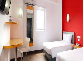 Hotel Amaris Karawang - Smart Room Twin Offer Last Minute Deal