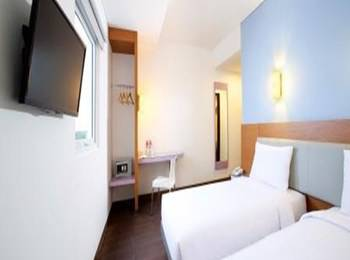 Hotel Amaris Karawang - Smart Room Twin Special Promo Last Minute Deal 2018