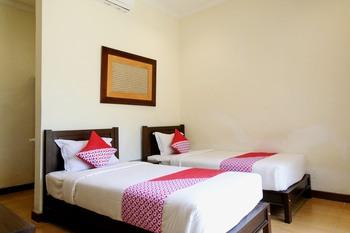 OYO 261 Sasono Putro Guest House Yogyakarta - Deluxe Twin Room Regular Plan