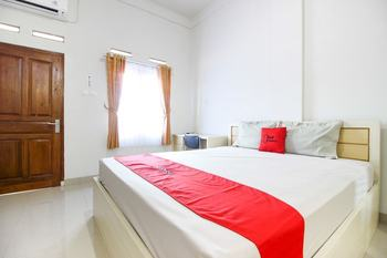 RedDoorz Syariah near Sindu Kusuma Edupark Yogyakarta - RedDoorz Room Last Minute