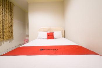 RedDoorz near Ambon Plaza Ambon - RedDoorz Room Last Minute Deal