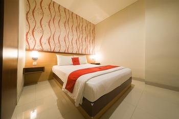 RedDoorz near Ambon Plaza Ambon - RedDoorz Premium Room Last Minute Deal