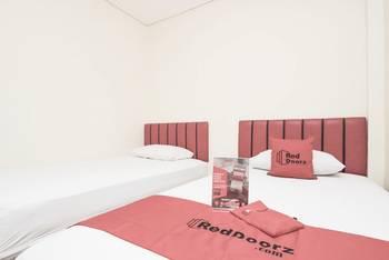 RedDoorz @Pemuda Jakarta - RedDoorz Twin Room with Breakfast Regular Plan