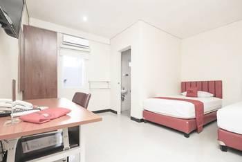 RedDoorz @Pemuda Jakarta - RedDoorz Twin Room 24 Hours Deal