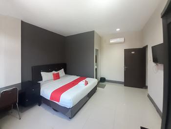 RedDoorz @ Sei Mangkei Perdagangan Simalungun Simalungun - RedDoorz Deluxe Room Gajian