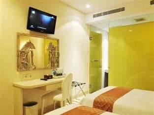 Hotel Pyrenees Jogja - Superior Twin Room Promo Weekdays !