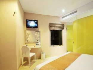Hotel Pyrenees Jogja - Deluxe Room SPESIAL RAMADHAN
