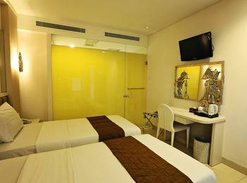 Hotel Pyrenees Jogja - Superior Twin Room ( 2 Bed Kecil ) Regular Plan