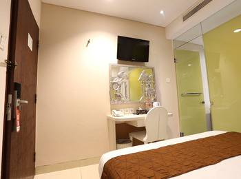 Hotel Pyrenees Jogja - Superior Queen Room ( 1 Bed Besar ) Regular Plan