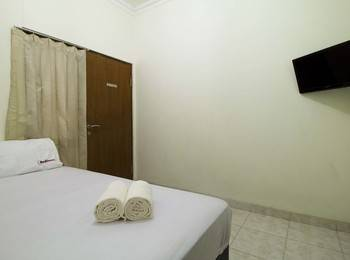 RedDoorz near Pulo Gadung Jakarta - RedDoorz Room Special Promo Gajian