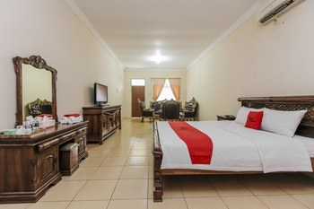 RedDoorz Plus @ Pangkal Pinang Mentok Pangkalpinang - Premium Room Basic Deal