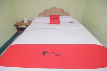 RedDoorz near Tugu Naga Singkawang Singkawang - RedDoorz Limited SALE Regular Plan