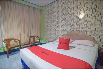 RedDoorz near Tugu Naga Singkawang Singkawang - RedDoorz Executive Room BASIC DEALS