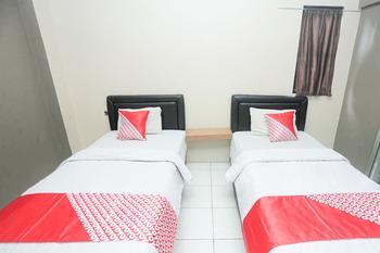 OYO 2524 Royal Borneo Guesthouse Banjarmasin -  Standard Twin Room Regular Plan