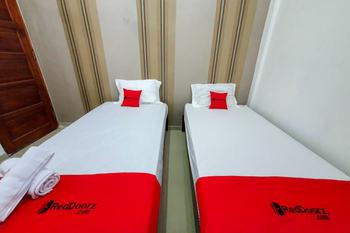 RedDoorz Syariah near Stasiun Purwosari Solo - RedDoorz Twin Room BASIC DEAL