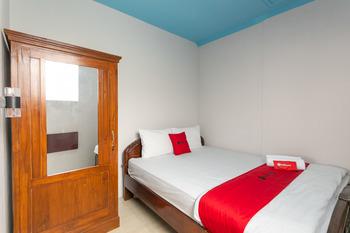 RedDoorz Syariah near Stadion Manahan Solo 2 Solo - RedDoorz Room Basic Deal