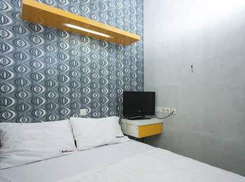 RedDoorz near Suroboyo Carnival Park Surabaya - RedDoorz Room Regular Plan