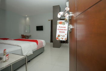 OYO 616 Express inn Palembang - Suite Triple Regular Plan