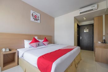 Capital O 1279 Hotel Grand Celino Makassar Makassar - Deluxe Double Room Regular Plan