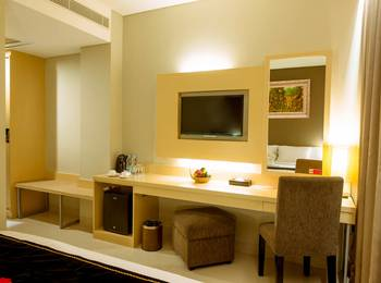 Maestro Hotel Kota Baru Pontianak - Superior Room Breakfast Regular Plan