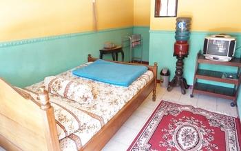 Rajaka Homestay Malang - Kabin Room Only with Hot Water Regular Plan