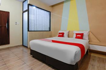 OYO 3476 Millenium Inn Medan - Deluxe Double Room Regular Plan