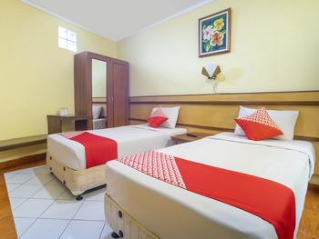 OYO 2706 Hotel Lodaya Syariah Bandung - Deluxe Twin Room Regular Plan