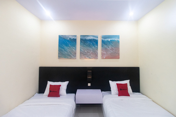 RedDoorz Plus near Kantor Bupati Banyuwangi Banyuwangi - RedDoorz Twin Room with Breakfast  Regular Plan