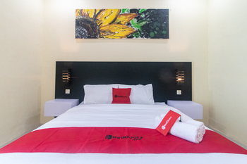 RedDoorz Plus near Kantor Bupati Banyuwangi Banyuwangi - RedDoorz Room with Breakfast  Regular Plan